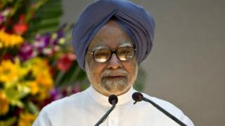 Indian PM Manmohan Singh is facing criticism for not attending the Commonwealth summit in Sri Lanka