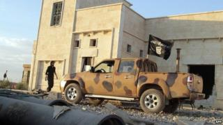 Islamic State in Iraq and the Levant vehicle in the city of Raqqa (6 October 2013)
