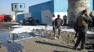 Iraqi security forces at the site of the bomb blast near Tikrit. Photo: 13 November 2013