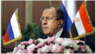 Russian foreign minister Sergei Lavrov listens during a press conference in Cairo, Egypt (14 Nov. 2013)