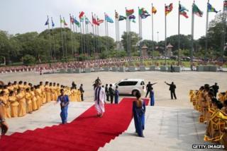 Delegates arrive in Sri Lanka