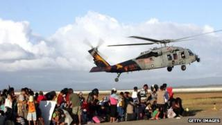 US military planes delivers supplies near Tacloban, 16 November