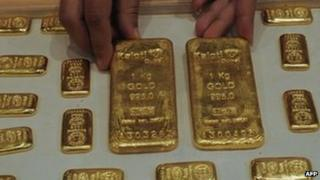 Indian saleswoman arranges gold bars at a jewellery store in Ahmedabad (file image)