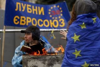 Protesters around brazier in Kiev