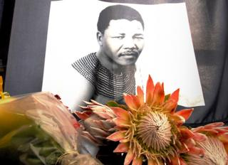Floral tribute to Nelson Mandela, 6 December 2013