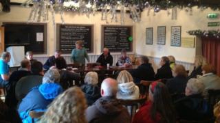 Walcott residents meet at Lighthouse Inn
