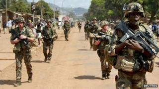 French troops in Bangui (8 Dec 2013)