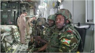 Burundian soldiers are flown to the CAR on a US plane (13 Dec 2013)