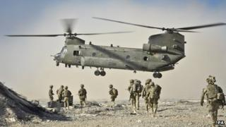 British Soldiers approach a Chinook aircraft in the Nahr-e Saraj district, Helmand Province, Afghanistan