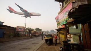 Air India passenger plane flies low over Jari Mari slum, Mumbai