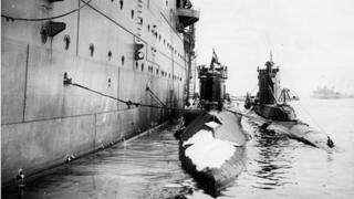 Submarine HMS P33
