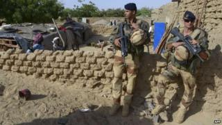 French soldiers stand guard in northern Mali - 1 November 2013