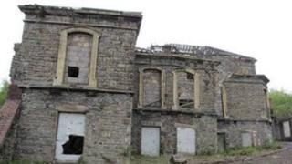 Adeilad labordy ar safle Gwaith Copr yr Hafod