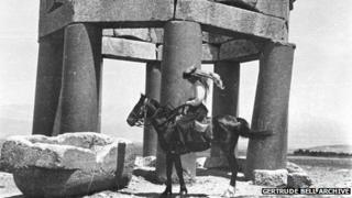 Gertrude Bell on horseback in June 1900 at Kubbet Duris [Arab funerary monument]