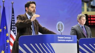 EU chief negotiator Ignacio Garcia Bercero (L) and US counterpart Dan Mullaney in Brussels, 15 Nov 13