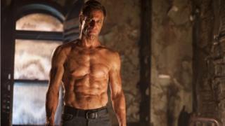 Aaron Eckhart in Frankenstein