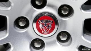 Jaguar wheel and logo