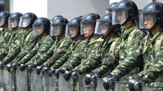 Soldiers stand guard at an anti-government protest in Bangkok (10 February 2014)