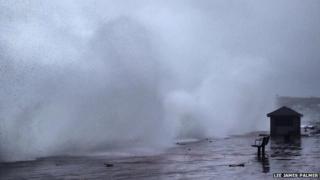 Waves on Penzance Promenade. Pic: Lee James Palmer