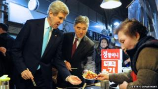 John Kerry buys tteokbokki in Seoul