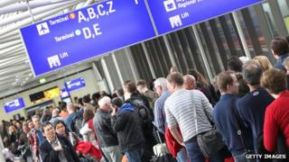 Long queues at Frankfurt airport