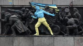 Photo of a soviet monument in Sofia after being painted in Ukraine's colours (23 February 2014)