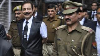 The Sahara group chairman Subrata Roy being escorted to a court in the city of Lucknow on February 28, 2014.