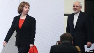 Catherine Ashton and Iranian Foreign Minister Mohammad Javad Zarif arrive for a press statement after a conference in Vienna on 20 February 2014.
