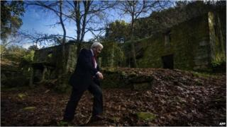 The mayor of Cortegada walks in the abandoned village of A Varca