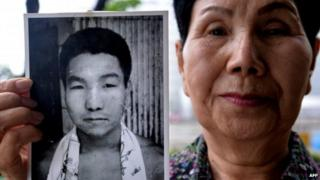 Hideko Hakamada, sister of Iwao Hakamada, holds a picture of her young brother outside the Tokyo Detention House on 20 May 2013