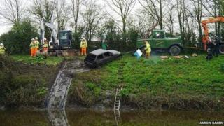 Car pulled from King's Sedgemoor Drain
