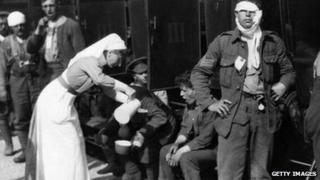 Nurse treats soldiers in World War One