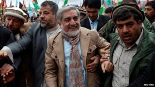 Afghan presidential candidate Abdullah Abdullah (in blue) arrives to attend the final day of election campaigning outside Kabul (2 April, 2014)