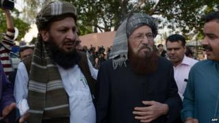 Pakistani members of the negotiating committee from the Tehreek-e-Taliban Pakistan (TTP) Maulana Sami ul Haq (second left) and Mualana Yousaf Shah (left) following a meeting of the negotiation committee in Islamabad on 22 March 2014