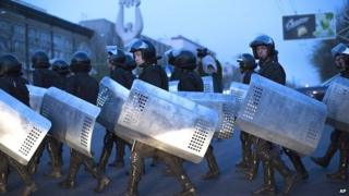 Ukrainian riot police in Donetsk. 17 April 2014