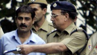 Pakistani man Mohammad Ashfaq Arif is escorted by Indian policemen as he walks out of court in Delhi on 31 October 2005