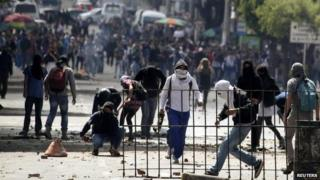 Students join farmers protest in Bogota