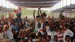 Huge crowds come to listen to politicians in election rallies