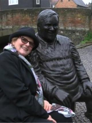 Actor Brenda Blethyn with the statue of Dave Lee