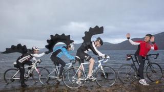 Luchd-baidhsagail aig Loch Nis