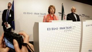 EU foreign policy chief Catherine Ashton and Iranian Foreign Minister Mohammad Javad Zarif in Vienna (9 April 2014)