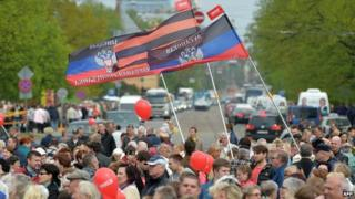 Ethnic Russians in Riga supporting Donetsk separatists, 9 May 14