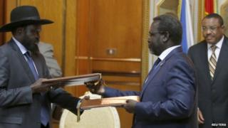 """South Sudan""""s President Salva Kiir (left) and rebel leader Riek Machar with Ethiopian Prime Minister Hailemariam Desalegn (right) at the signing ceremony in Addis Ababa, 9 May 2014"""