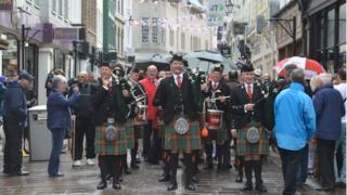 Smiling Jersey Pipers