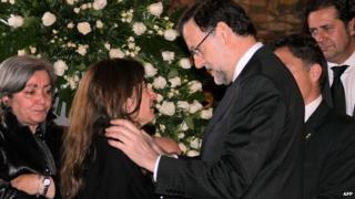 Spain's Prime Minister Mariano Rajoy (C-R) offers his condolences to Loreto Carrasco (C-L), daughter of late Leon provincial council chief Isabel Carrasco, at the council building where the body lie in state in Leon on May 13