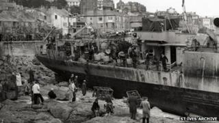 HMS Wave in St Ives in 1952