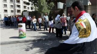 Egyptians queue to vote in Dubai (15/05/14)