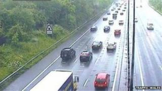 M4 westbound between junctions 24 and 25 (Coldra and Caerleon)