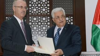 Rami Hamdallah, left, and Mahmoud Abbas. 29 May 2014