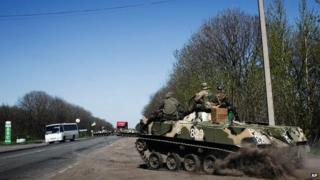 Ukrainian army vehicle on road from Artemiovska to Sloviansk (25 April)